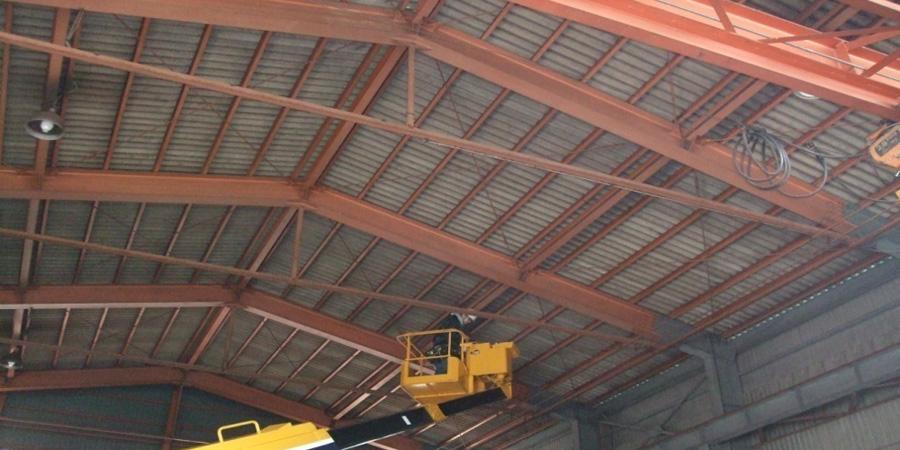 新発田市:鉄工業 水銀灯からLED照明に交換工事の様子