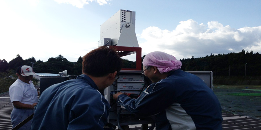 新潟市:不動産業 水銀灯からLED照明に交換工事の様子