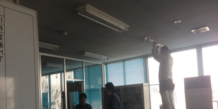 北蒲原郡:製造販売業 水銀灯からLED照明に交換工事の様子