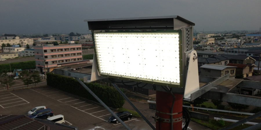長岡市:ゴルフ場 水銀灯からLED投光器×4灯に交換工事