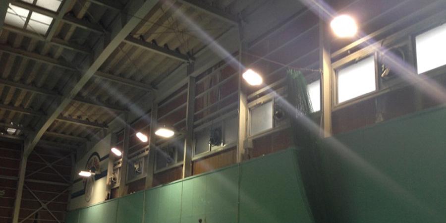 新潟市:テニス場 水銀灯からLED照明に交換工事前の様子