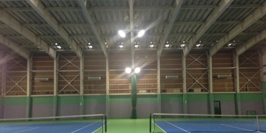 新潟市:テニス場 水銀灯からLED高天井用照明×52灯に交換工事