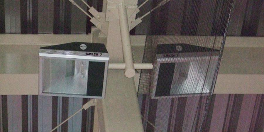 長岡市:テニス場 水銀灯からLED照明に交換工事前の様子