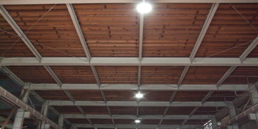新発田市:鉄工業 水銀灯からLED高天井用照明×70灯に交換工事