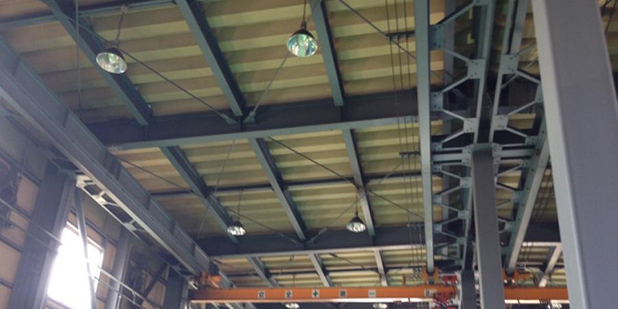 新潟市:電気設備業 水銀灯からLED照明に交換工事前の様子