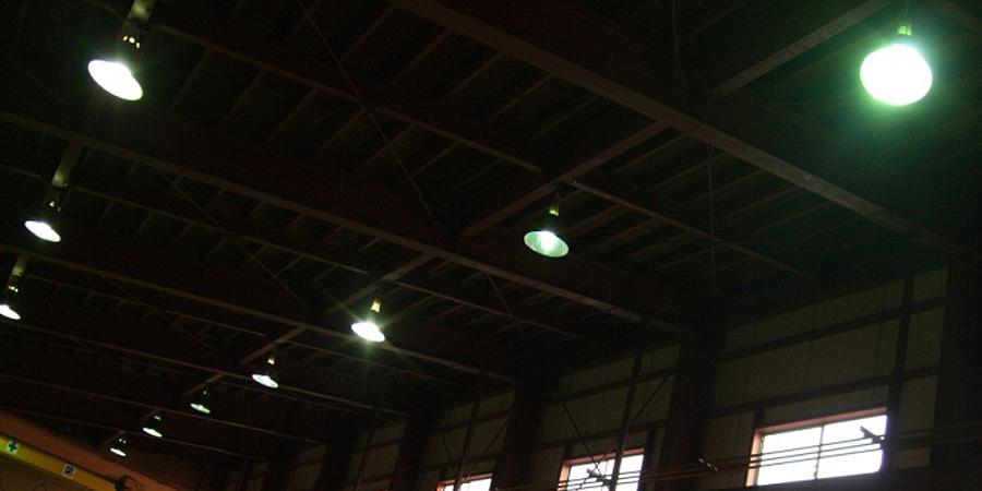 新潟市:電気設備業 水銀灯からLED高天井用照明×52灯に交換工事
